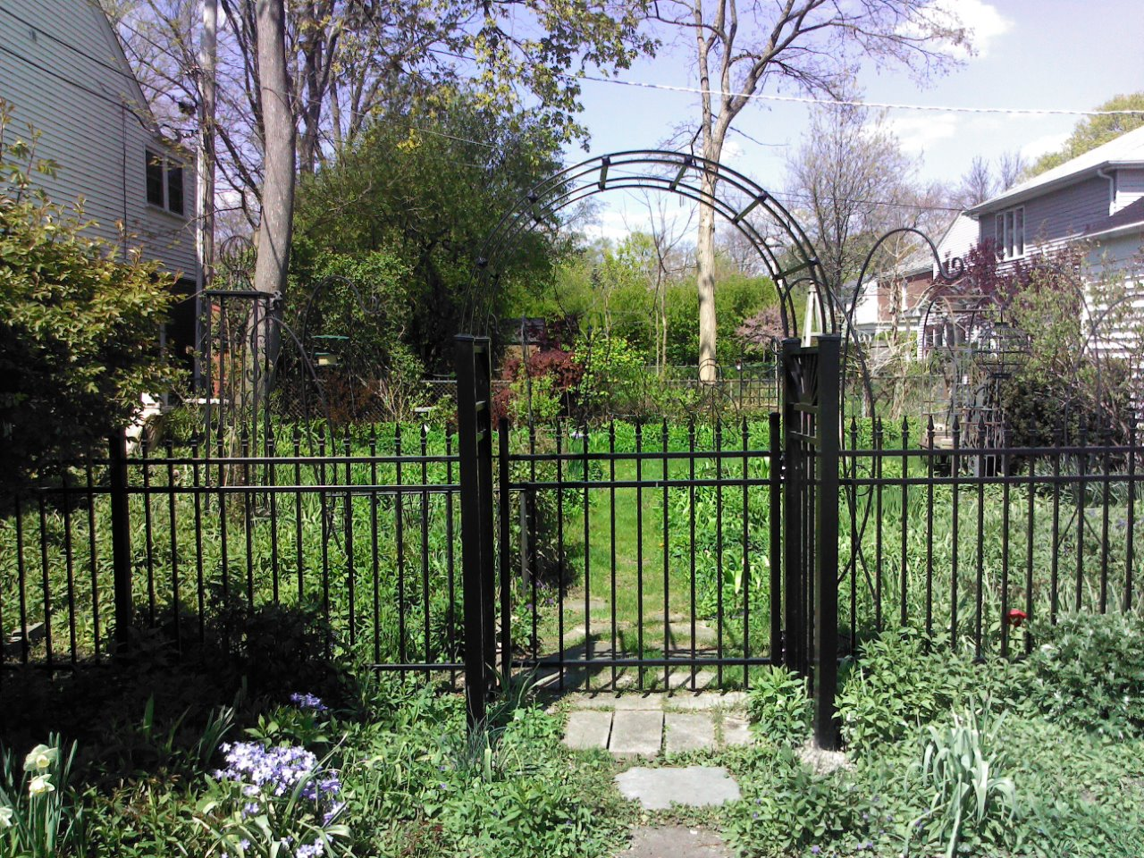 Ornamental aluminum iron fences cardinal fence for Fence with arbor