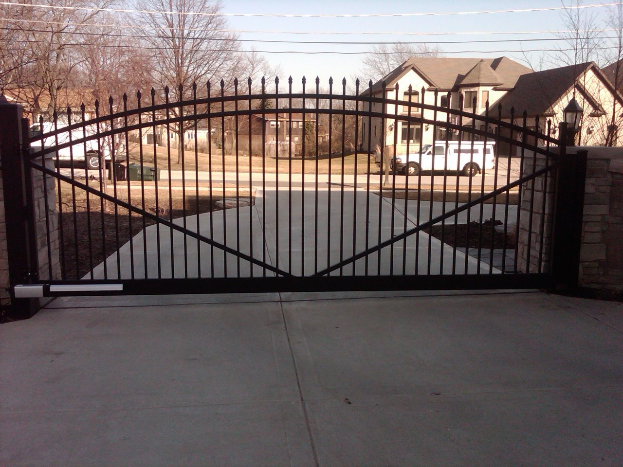Ornamental aluminum iron fences cardinal fence for Best driveway gates